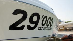 Wenecja: łódź wystawiona na sprzedaż