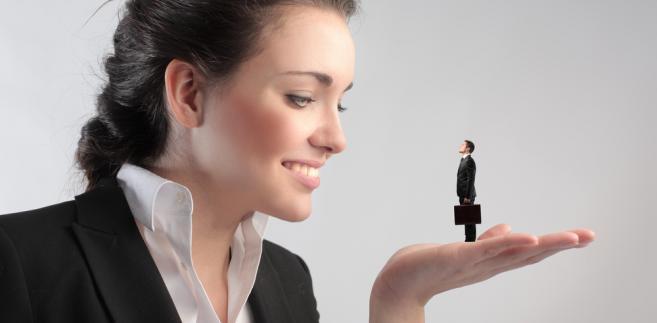 Najmniej kobiet zasiada w zarządach firm z branży rafineryjnej, produkcji maszyn, urządzeń i pojazdów oraz elektryki i elektroniki.