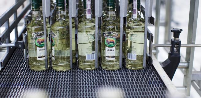 Butelki Żubrówki w zakładzie Polmos Białystok