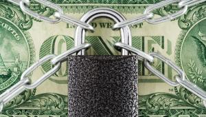 Pieniądze, kłódka, bezpieczeństwo finansowe