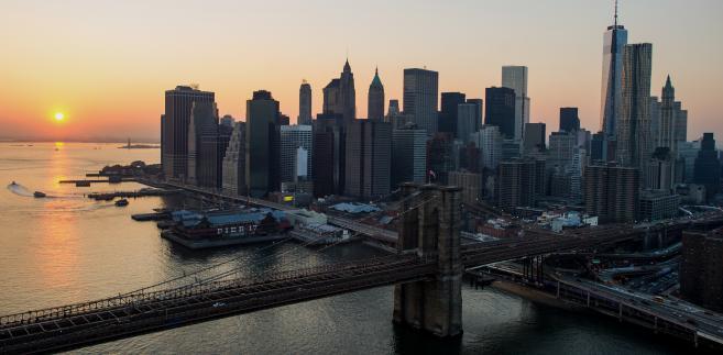 Nowy Jork - Brooklyn Bridge o zachodzie słońca