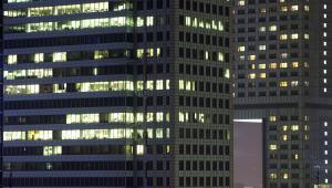 Warszawa, światła w oknach biurowców
