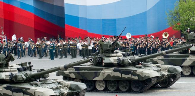 Czołgi T90 podczas parady w Moskwie. Fot. Loskutnikov / Shutterstock.com