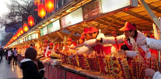 Stragan uliczny w Pekinie. Fot. testing / Shutterstock