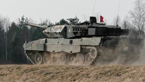 Żołnierze z 34 Brygady Kawalerii Pancernej (34BKPanc) z Żagania uczestniczą, 23 bm. w szkoleniu poligonowym z wykorzystaniem czołgów Leopard 2A5. Ćwiczenia odbywają się w Ośrodku Szkolenia Poligonowego Wojsk Lądowych Żagań - Karliki. Głównym celem i zadaniem szkolenia jest dokończenie przekwalifikowania załóg z czołgów Leopard 2A4 na 2A5 oraz zgranie załóg w realizacji zadań taktycznych i ogniowych. (lm/cat) PAP/Lech Muszyński
