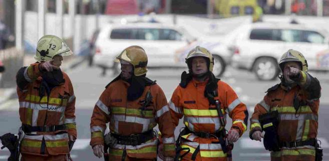 Belgia, akcja ratunkowa w pobliżu stacji metra Malbeek w Brukseli EPA/OLIVIER HOSLET