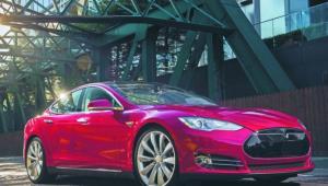 Tesla S 90D Cena: 102 000 euro Zasięg: 550 km Przyspieszenie 0–100 km/h: 4,4 s Prędkość maksymalna: 250 km/h