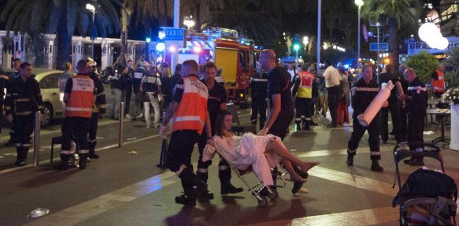 Nicea: Kobieta ranna po tym, gdy podczas obchodów Dnia Bastylii ciężarówka wjechała w tłum ludzi.