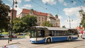 Do Krakowa dotarło 60 nowych 12-metrowych autobusów wyposażonych w silniki Euro 6, spełniające najwyższe europejskie normy ochrony środowiska. Źródło: MPK w Krakowie