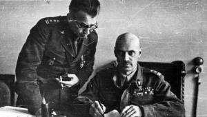 Leopold Okulicki i Władysław Anders. Pierwszy doprowadził do wybuchu powstania; drugi uważał, że Okulicki powinien za to stanąć przed sądem CZESŁAW DATKA/NAC