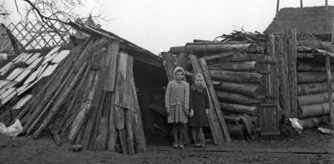 Powojenna bieda. Maków Mazowiecki, 1946 r. STANISŁAW DĄBROWSKI/PAP