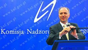 Według KNF w 2014 r. średnia strata klientów na foreksie to 18 tys. zł (na zdjęciu szef komisji Andrzej Jakubiak) Jacek Waszkiewicz/Reporter