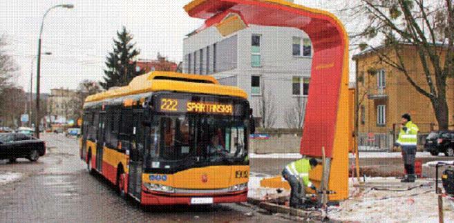 Solaris Urbino 12 ładowany z pantografu w barwach MZA Warszawa