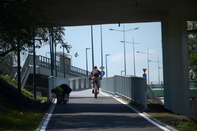 Warszawa, 09.08.2017. Otwarcie kładki pieszo-rowerowej pod Mostem Łazienkowskim