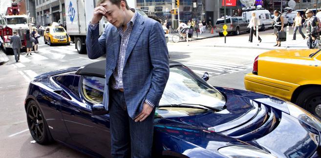 Elon Musk i samochód Tesla Roadster