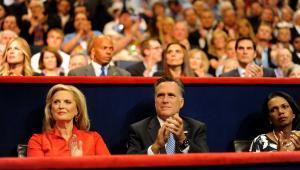 Mitt Romney ze swoją żoną Ann Romney po lewej i Condoleezzą Rice, byłą sekretarz stanu USA po prawej