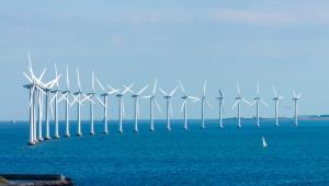 Farma wiatrowa w okoliach Kopenhagi, Dania.