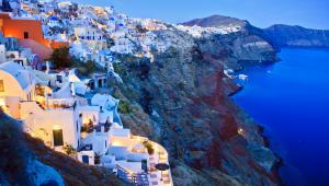 Grecka wyspa Santorini, popularny kierunek wyjazdów turystycznych