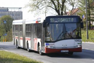 Autobusy Solaris rozchodzą się, jak ciepłe bułeczki.       Fot. PAP
