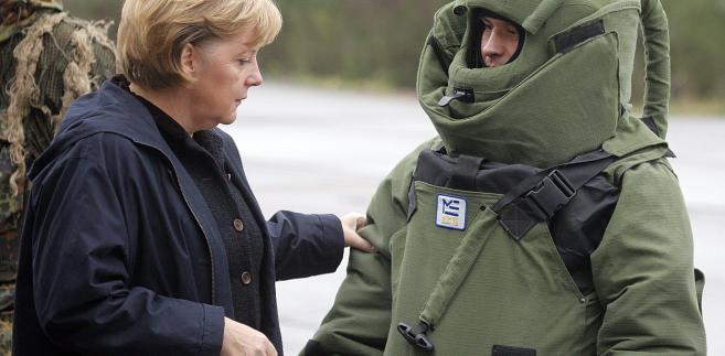 Angela Merkel podczas spotkania z niemieckimi żołnierzami w 2014 r.