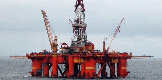 Platforma wiertnicza typu semi-sub: Deepsea Delta firmy Odfjell Drilling na Morzu Północnym, Fot. Soerfm, CC BY-SA 3.0