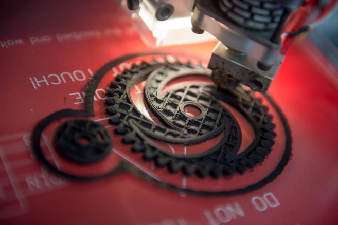 Spółka Centrum Druku 3D, najemca Łódzkiego Inkubatora Technologicznego, zaprezentował możliwości druku 3D z użyciem, jako surowca do druku, nowatorskiego kompozytu z zawartością grafenu (gm/mr) PAP/Grzegorz Michałowski.