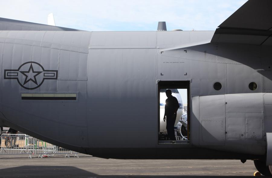 Samolot C-130 Hercules wyprodukowany przez firmę Lockheed Martin, fot. Chris Ratcliffe/Bloomberg