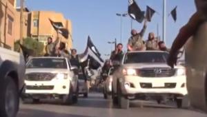 Terroryści jadący autami marki Toyota. Zrzut ekranu z serwisu YouTube