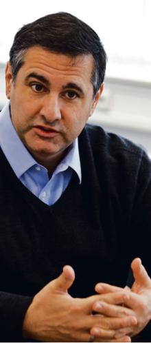 """Salvatore Babones amerykański socjolog zajmujący się ekonomią polityczną i badaniami ilościowymi w naukach społecznych. Ostatnio jego uwagę skupiają Chiny. Jest autorem dziesięciu książek, w tym najnowszej: """"Sixteen for '16: A Progressive Agenda for a Better America"""". Obecnie jest zatrudniony na Uniwersytecie w Sydney. Zdj: wojtek górski"""