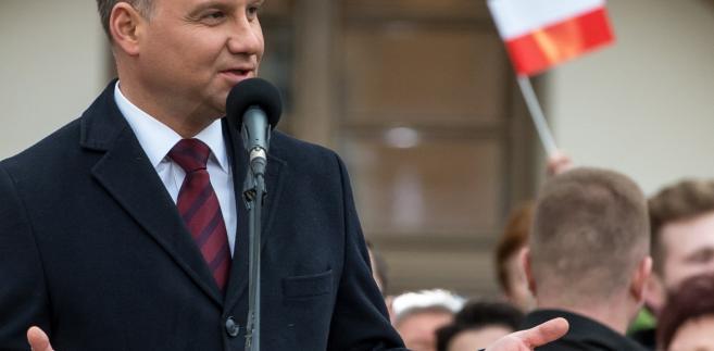 Prezydent Andrzej Duda przemawia do mieszkańców Rawicza