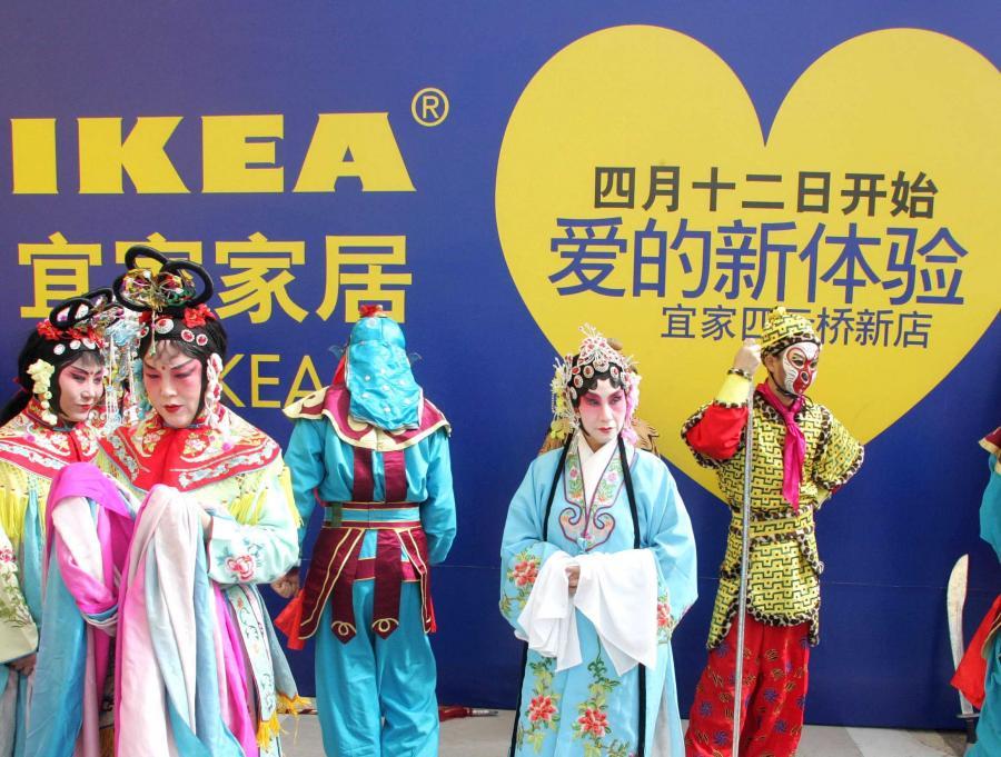 Przy wchodzeniu na chiński rynek Ikea wykorzystała doświadczenie zdobyte podczas nieudanego debiutu w Japonii. Nie lansowała produktów, które podobają się Europejczykom, ale postawiła na schlebianie lokalnym gustom