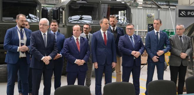 Podpisanie kontraktu na dostawy pojazdów dla wojska. Źródło: PGZ