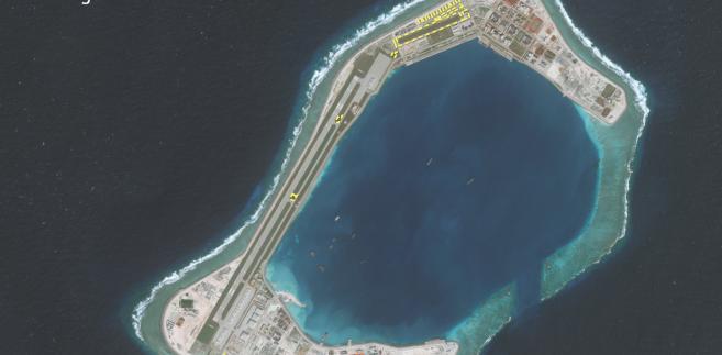 Infrastruktura wojskowa na Rafie Subi w archipelagu Wysp Spratly na Morzu Południowochińskim. źródło: Asia Maritime Transparency Initiative/Digital Globe