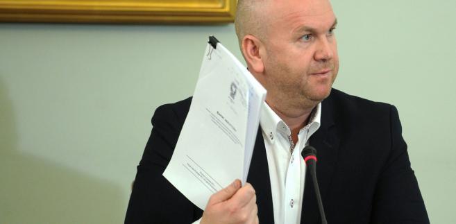 Były szef CBA Paweł Wojtunik zeznaje podczas posiedzenia sejmowej komisji śledczej ds. Amber Gold.