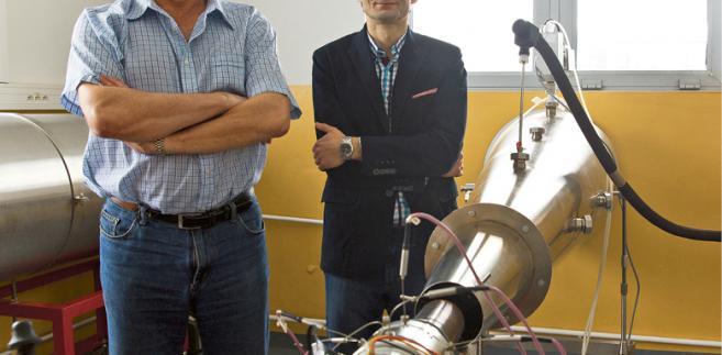 Dr inż. Bartosz Gawron i dr inż. Wojciech Dzięgielewski z Instytutu Technicznego Wojsk Lotniczych