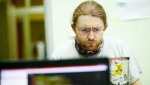 Michał rysiek Woźniak, haker, ekspert ds. bezpieczeństwa sieci, prywatności i edukacji medialnej