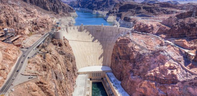 Zapora Hoovera na rzece Kolorado na granicy stanów Arizona i Nevda, USA