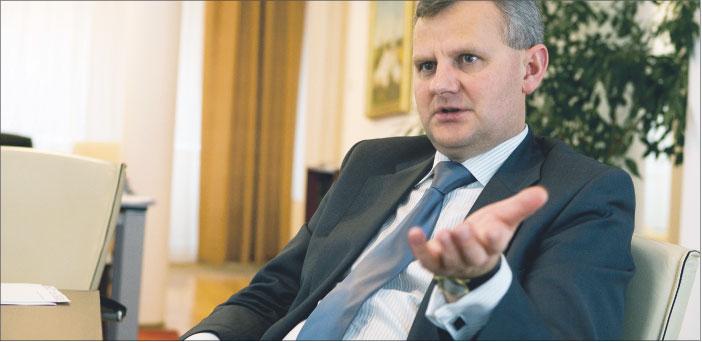 Aleksandrowi Gradowi, ministrowi skarbu państwa, zależy na zachowaniu miejsc pracy w stoczniach