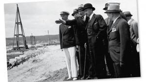 Eugeniusz Kwiatkowski, późniejszy wicepremier, na budowie portu w Gdyni, lata 30. fot. Archiwum Państwowe w Gdańsku