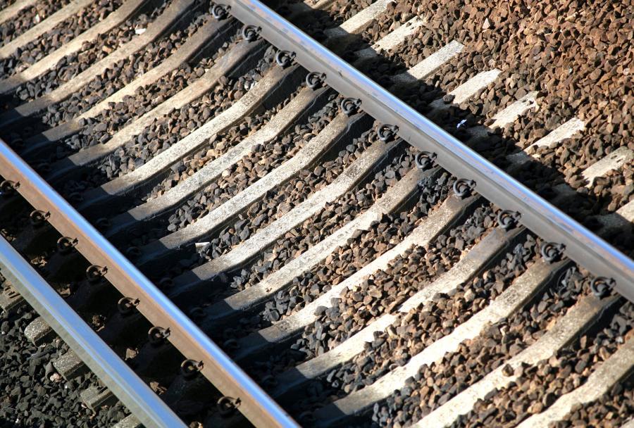 Tor kolejowy, fot. Bloomberg
