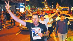Przebudowa systemu prawnego i zdecydowane działania rządu podobają się konserwatywnej serbskiej ulicy AFP/East News